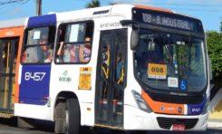 Com faca, trio ameaça cobrador e assalta ônibus em Aracaju