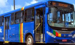Com facas e revólver, assaltantes realizam arrastão em ônibus