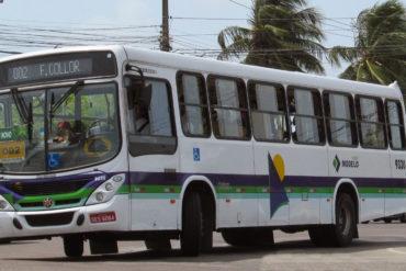 Trio assalta passageiros em ônibus do transporte coletivo